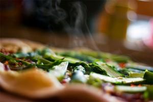Zelena špargla, mladi luk, čili, paradajz, pavlaka
